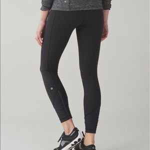 Lululemon Black Pace Queen 7/8 Legging Size 6
